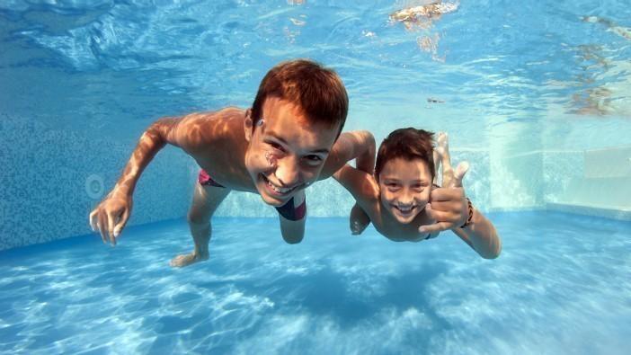 Schwimmbadpflege