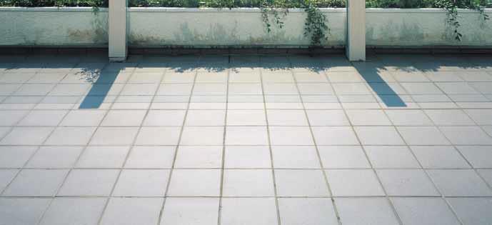Wie können Balkon- oder Terrassenbeläge innerhalb eines Tages saniert werden?