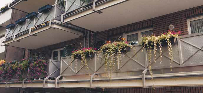 Wie werden Gefälleestriche auf Balkonen und Terrassen abgedichtet?