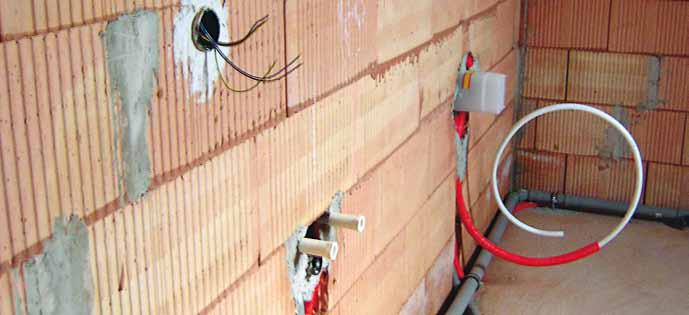Wie erstelle ich im Wandbereich einen geeigneten Verlegeuntergrund mit Leichtputz?