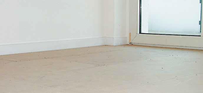 Wie können keramische Bodenbeläge und Natursteine entkoppelt und trittschalldämmend verlegt werden?